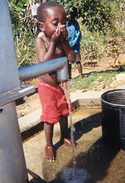 Child from Malawi uses a CWS-supported well